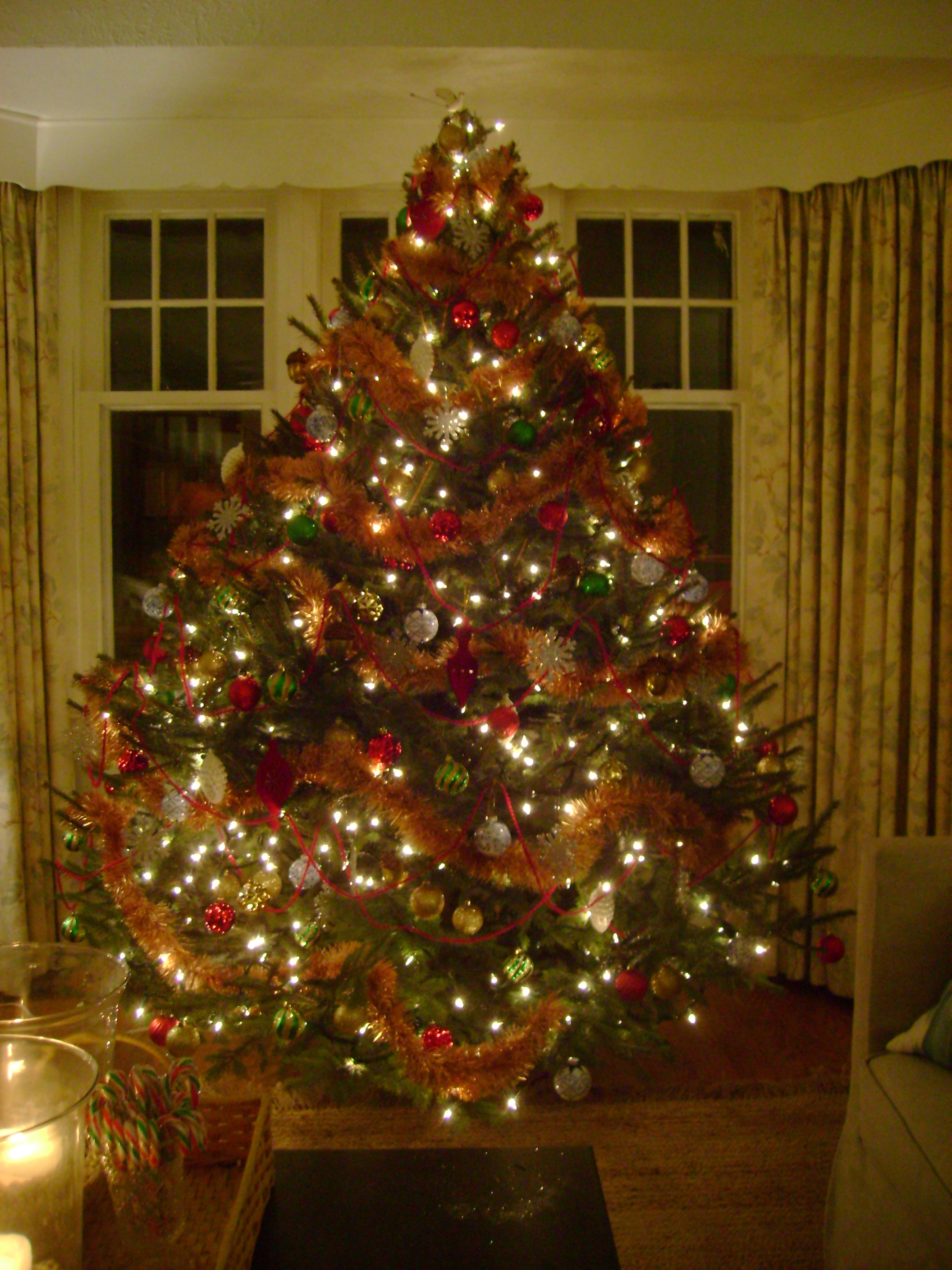 Decorating christmas trees michael penney style How to decorate a christmas tree without tinsel